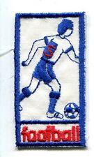 FOOTBALL FOOTBALLEUR SOCCER BLANC/BLEU écusson / patch 5.8X3 cm