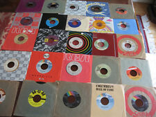 UNSEARCHED COLLECTION OF 25 RECORDS (45 RPM) WITH SLEEVES      LOT C