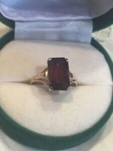 9ct Gold Red Stone Ring UK Size L