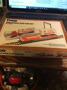 Tyco HO Piggyback Flat Car Set 348 Santa Fe. In Box