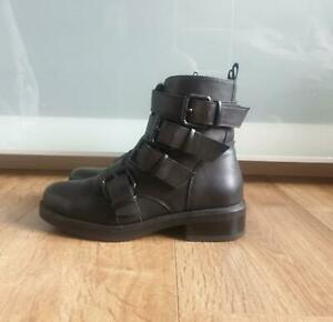Black heel ankle boots with buckle UK3