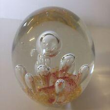 Grand art glass paperweight avec bulles d'air rose et or paillettes. 11.5 cm haute