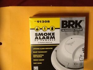2 9120B  BRK PREMIUM SMOKE ALARMS 120 V AC WITH BATTERY BACK-UP(Not A CO Alarm