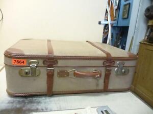 7664. Alter Koffer Reisekoffer