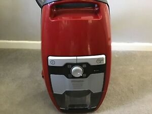 Meile Blizzard CX1 Cat & Dog Pro Cylinder Vacuum Cleaner In Red
