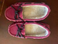 VINEYARD VINES Girls Pink Fusica Suede Slippers 3 Pre Owned