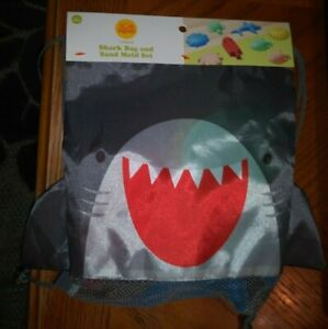 Sun Squad 7 Piece Shark Bag & 6 Sand Mold Set Age 18mth