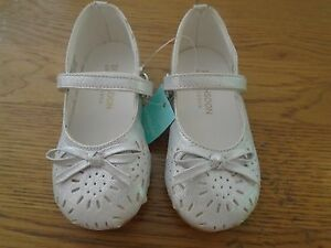 NWT baby/toddler girl silver shoes from Monsoon. Size 4. RRP £14     1/7