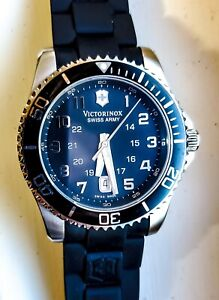 Victorinox Swiss Army Maverick GS Model 241435 Great Condition!