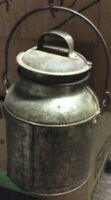 ANTIQUE VINTAGE METAL TIN MILK CAN PAIL CONTAINER WITH LID AND HANDLE. 2 Quart +