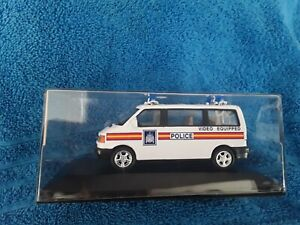 CARARAMA  - POLICE VIDEO EQUIPPED VW MINIBUS  - SCALE : 1.43  - NEW