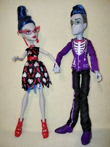 Monster High Ghoulia Yelps & Sloman - Loves Not Dead. PRETTY DAPPER DEAD FOLK!