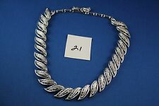 Silver tone Necklace feather shapes design 16 inches   (21)