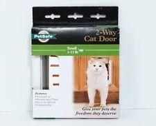 New Nib PetSafe 2-Way Locking Indoor Cat Door Small (1-15 lbs) Item: Cc10-050-11