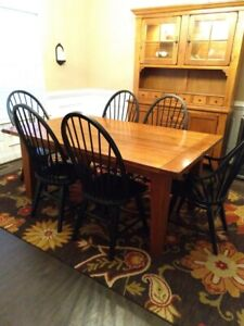 9 Piece Attic Heirlooms by Broyhill Dining Set