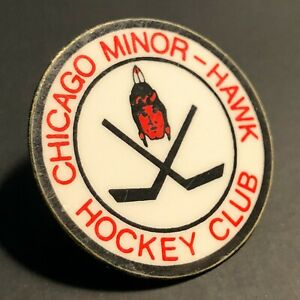 "CHICAGO MINOR HAWK HOCKEY CLUB Vintage Pin Illinois Sports Player VTG 1"" x 1"""