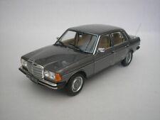 Mercedes-benz 200 avec projection Année 1982 Échelle 1 18 de NOREV