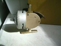 Vintage Fishing Reel SouthBend SpinCast 70 Collectable