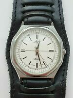 SOVIET USSR WRIST WATCH LUCH QUARTZ