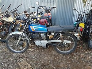 Suzuki gp 125 wrecking all parts available  (this action is for one bolt only)