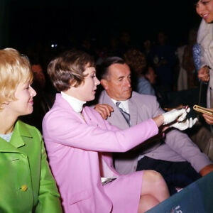 Julie Andrews rare candid sitting in theater signing autographs late 1960's 8x10