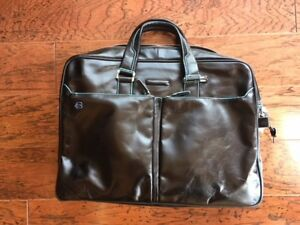 NWOT AUTH PIQUADRO Two Handle Leather Briefcase with BLUE SQUARE - Black