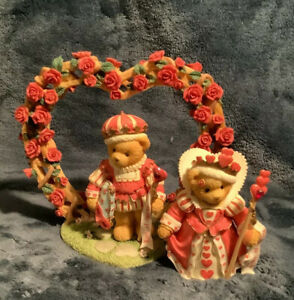 Cherished Teddies 3 piece flower arch & King And Queen of Hearts Collectors Set