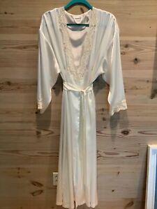 Victoria's Secret Satin Robe Size M/L Ivory Long Bridal Beaded Lace Long Sleeve
