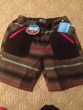 Womens Columbia Omni Heat Shield Thermal Insulated Shorts Size L. NWT