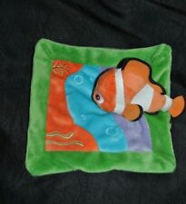 Peluche doudou poisson némo plat DISNEY NICOTOY orange bleu vert mauve  TTBE