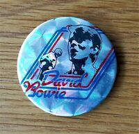DAVID BOWIE SINGING LARGE VINTAGE METAL PIN BADGE FROM THE 1970's OLD RETRO POP