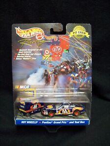 Hot Wheels Pro Racing 1999 Kyle Petty Pit Crew.