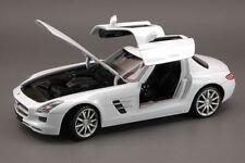 Mercedes-Benz SLS AMG 2009 White 1:24 Model 4245 WELLY