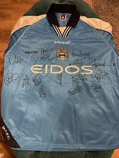 Official merchandise- Signed Manchester City Football Shirt Size 46-48