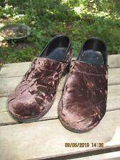 DANSKO Clogs Crushed Velvet Chocolate Brown Nursing Prof Shoes SZ 39 / 8.5  EUC