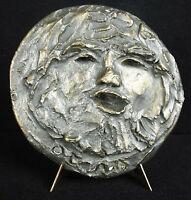 Escultura bajo alivio en medallón, retrato hombre barba en yeso firmado Otero