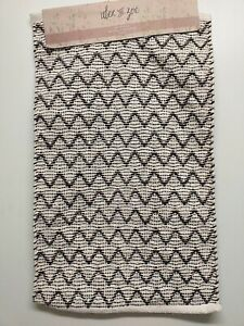 ALEX AND ZOE METALLIC YARN BATH MAT 50X 80CM WHITE BLACK GOLD NEW
