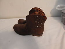 Womens cowboy western style boots Size 4 CHEROKEE brand Brown Good used