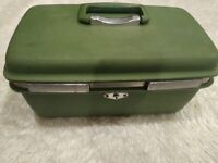 Vintage Royal Traveller Medalist Green Train Case Travel Makeup Luggage-S1