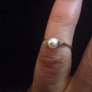 Women's 5 10K Gold Pearl Diamond Ring