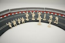 HORNBY 1/32 MOTOR RACING SPECTATORS 12 FIGURES (UNPAINTED)