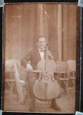 Photo ancienne d'un musicien - contrebassiste - Noir & Blanc Sépia / début XXeme