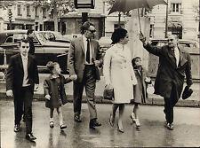 elizabeth taylor & richard burton with children ! rex features london photo