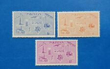 Pakistan Stamps, Scott 92-94 Complete Set Mint And Hinged