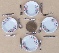 1:12 Scale Set Of 4 Hand Painted Ceramic Dinner Plates & Cutlery Doll House CR19