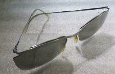 Paire de lunettes sans marque avec verres fumés –