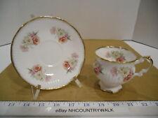 Elizabethan English Fine Bone China Floral Footed Tea Cup & Saucer Set - Euc