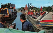 R243818 Britains Inland Waterways. Narrow boats on the Oxford Canal at Hawkesbur