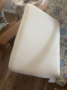 "Tempurpedic ""Tempur-Essential Support"" Soft Premium White Foam Pillow Washable"