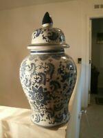 VINTAGE LARGE CHINESE BLUE &WHITE LIDDED TEMPLE URN /VASE FLORAL PORCELAIN